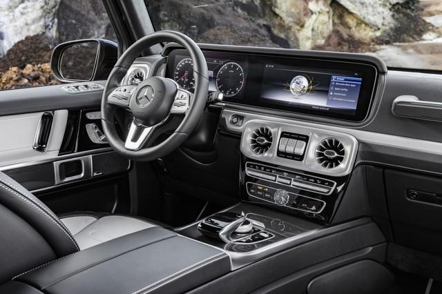 Mercedes-Benz G-Class 2019 lần đầu khoe ảnh nội thất: Di sản hòa cùng công nghệ - Ảnh 2.