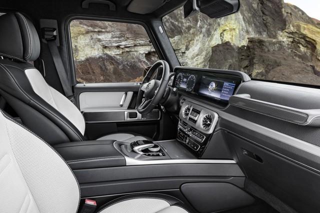 Mercedes-Benz G-Class 2019 lần đầu khoe ảnh nội thất: Di sản hòa cùng công nghệ - Ảnh 3.