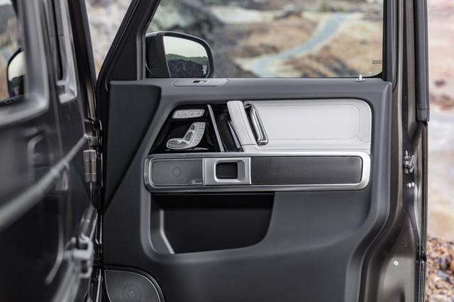 Mercedes-Benz G-Class 2019 lần đầu khoe ảnh nội thất: Di sản hòa cùng công nghệ - Ảnh 4.