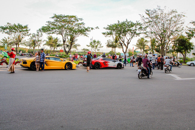 Cường Đô-la cùng Minh Nhựa hội ngộ siêu xe trên phố Sài thành - Ảnh 2.