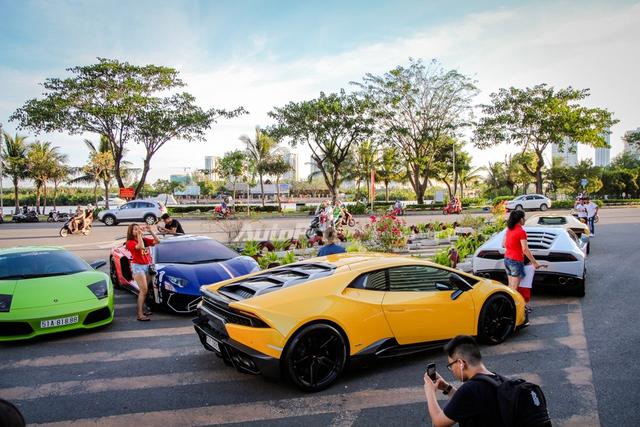 Cường Đô-la cùng Minh Nhựa hội ngộ siêu xe trên phố Sài thành - Ảnh 1.