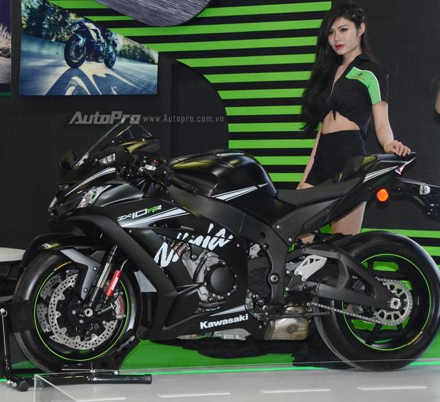 TRỰC TIẾP: Siêu mô tô Kawasaki Ninja H2 Carbon lần đầu trình làng triển lãm VMCS 2017 - Ảnh 2.