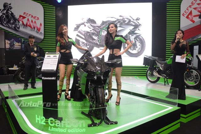 TRỰC TIẾP: Siêu mô tô Kawasaki Ninja H2 Carbon lần đầu trình làng triển lãm VMCS 2017 - Ảnh 1.