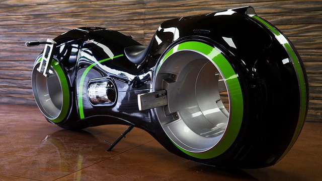 Chiếc mô tô bước ra từ phim viễn tưởng khiến ai cũng phải ngoái nhìn