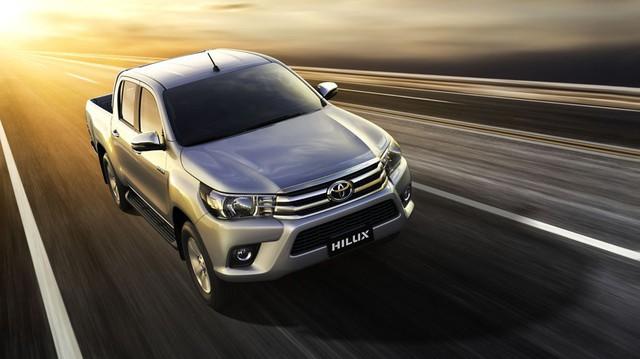 Toyota Việt Nam giới thiệu Hilux phiên bản cải tiến 2017 với giá rẻ hơn