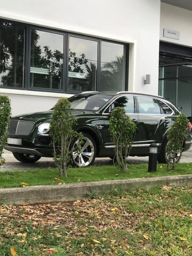 SUV siêu sang Bentley Bentayga màu độc nhất Việt Nam của thiếu gia 9X Sài thành ra biển trắng - Ảnh 2.