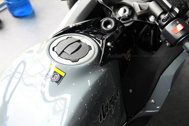 Kawasaki Ninja 650 2018 với màu sơn mới xuất hiện tại Việt Nam, giá bán 288 triệu Đồng - Ảnh 14.