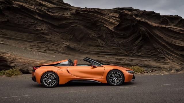 BMW i8 Roadster chính thức trình làng, bổ sung thêm sức mạnh - Ảnh 2.