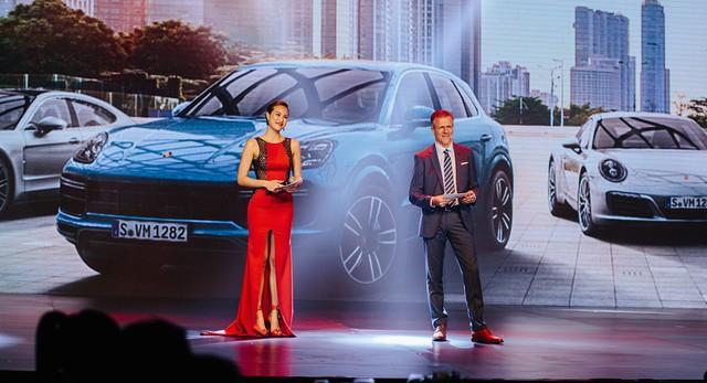 Porsche Việt Nam kỉ niệm 10 năm thành lập và bàn giao 10 xe Panamera đặc biệt - Ảnh 4.