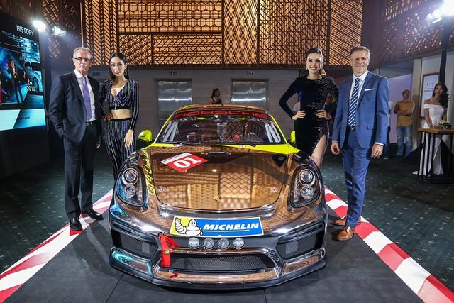 Porsche Việt Nam kỉ niệm 10 năm thành lập và bàn giao 10 xe Panamera đặc biệt - Ảnh 6.