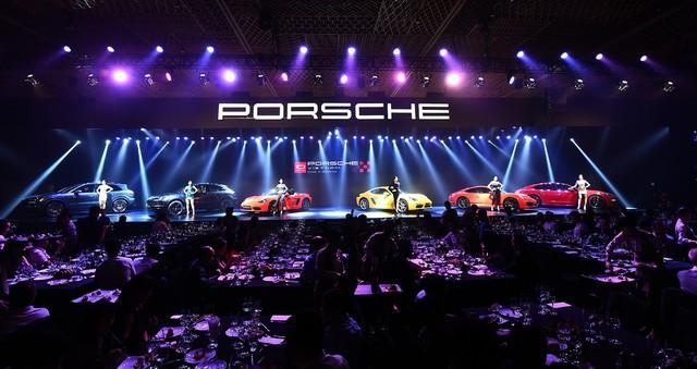 Porsche Việt Nam kỉ niệm 10 năm thành lập và bàn giao 10 xe Panamera đặc biệt - Ảnh 1.