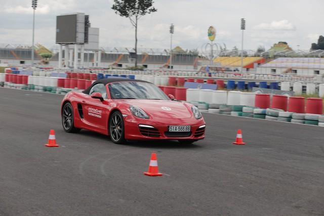 Porsche lần đầu hướng dẫn lái xe thể thao tại Việt Nam - Ảnh 3.