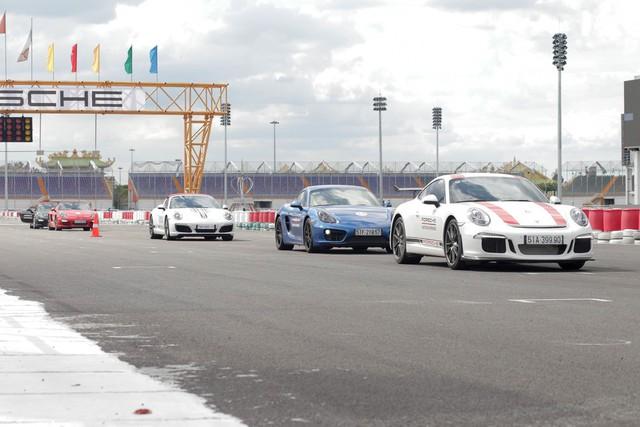 Porsche lần đầu hướng dẫn lái xe thể thao tại Việt Nam - Ảnh 5.