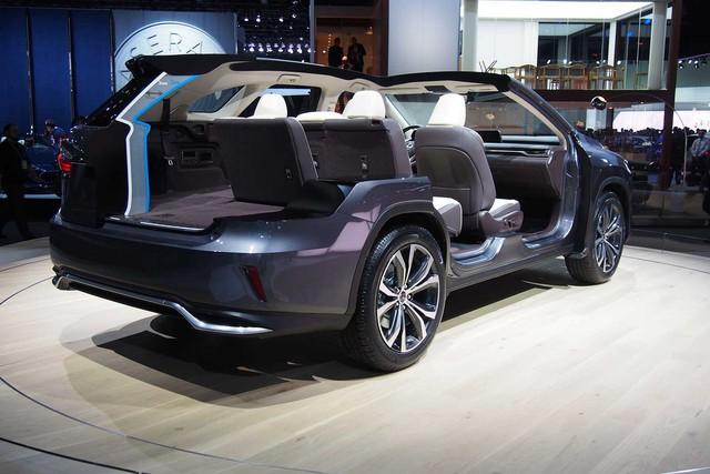 Lexus RX L chính thức gia nhập phân khúc SUV 7 chỗ hạng sang - Ảnh 1.