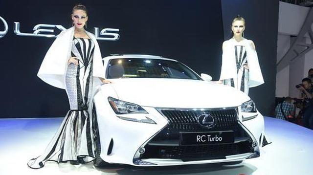 Doanh số Lexus giảm quá nửa
