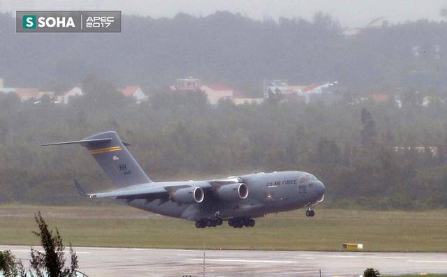[NÓNG] Siêu vận tải cơ Boeing C-17 Globemaster III chở đoàn tiền trạm Mỹ tham dự APEC đã hạ cánh xuống sân bay Đà Nẵng - Ảnh 2.