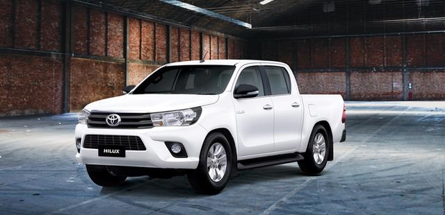Toyota Việt Nam giới thiệu Hilux phiên bản cải tiến 2017 với giá rẻ hơn - Ảnh 1.