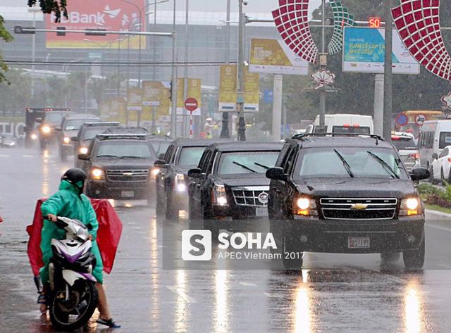 [NÓNG] Dàn xe của tổng thống Trump hộ tống siêu xe Cadillac One The Beast xuất hiện trên phố Đà Nẵng - Ảnh 1.