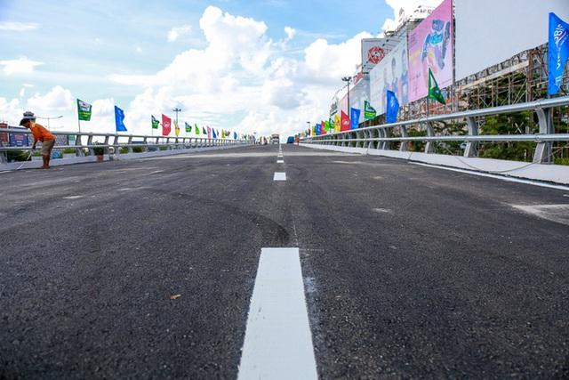 Cận cảnh cầu vượt hơn 240 tỷ đồng giải cứu kẹt xe ở sân bay Tân Sơn Nhất trước ngày khánh thành - Ảnh 14.