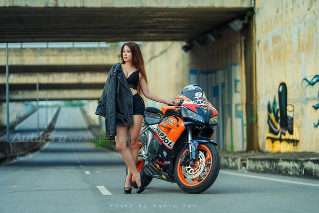 Cô nàng lả lơi bên Honda CBR600 - Ảnh 13.