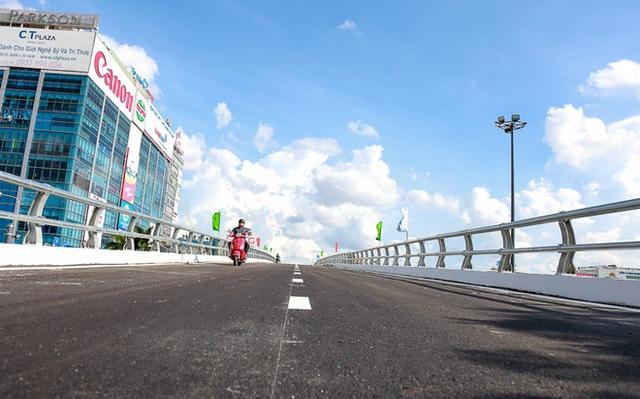 Cận cảnh cầu vượt hơn 240 tỷ đồng giải cứu kẹt xe ở sân bay Tân Sơn Nhất trước ngày khánh thành - Ảnh 16.
