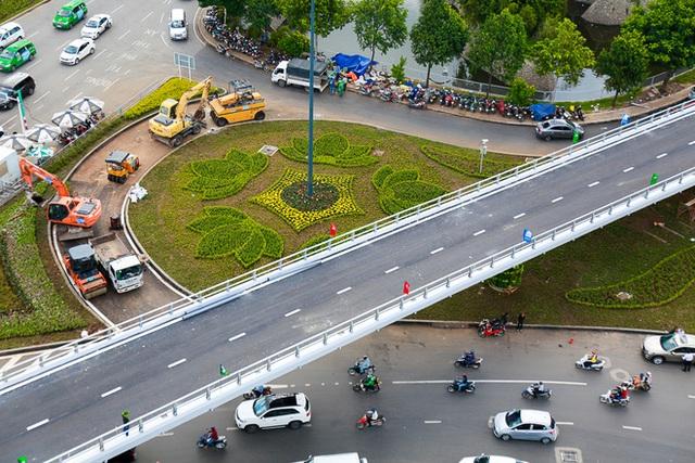 Cận cảnh cầu vượt hơn 240 tỷ đồng giải cứu kẹt xe ở sân bay Tân Sơn Nhất trước ngày khánh thành - Ảnh 4.