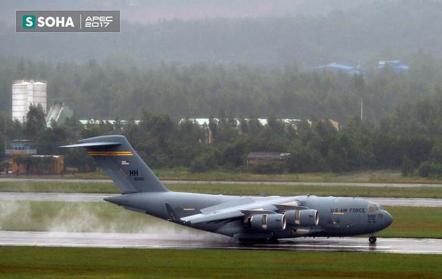 [NÓNG] Siêu vận tải cơ Boeing C-17 Globemaster III chở đoàn tiền trạm Mỹ tham dự APEC đã hạ cánh xuống sân bay Đà Nẵng - Ảnh 3.