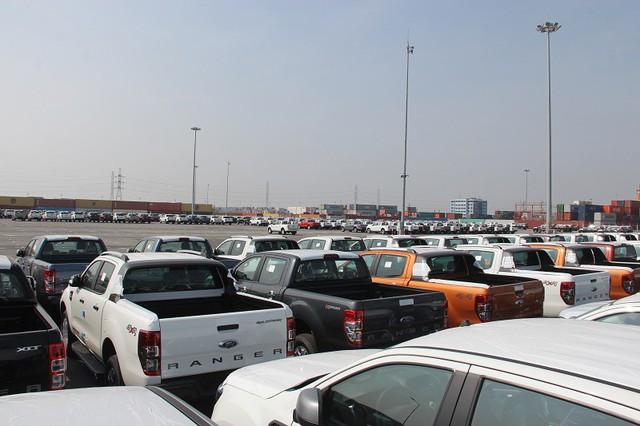 Ô tô nhập khẩu về chật cảng, ém hàng chờ thuế giảm - Ảnh 3.