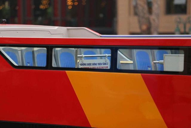 Cận cảnh xe buýt 2 tầng mui trần phục vụ khách du lịch ở Hà Nội - Ảnh 4.