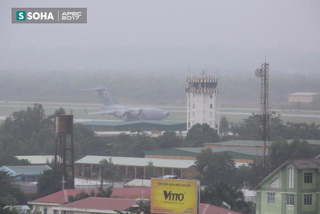 [NÓNG] Siêu vận tải cơ Boeing C-17 Globemaster III chở đoàn tiền trạm Mỹ tham dự APEC đã hạ cánh xuống sân bay Đà Nẵng - Ảnh 6.