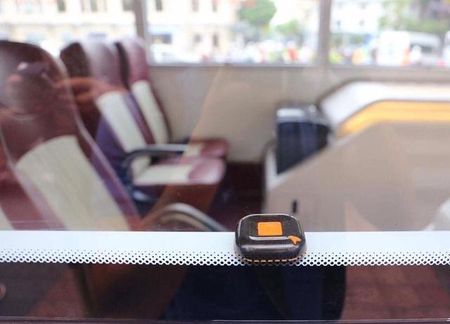 Cận cảnh xe buýt 2 tầng mui trần phục vụ khách du lịch ở Hà Nội - Ảnh 7.