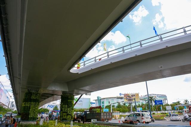 Cận cảnh cầu vượt hơn 240 tỷ đồng giải cứu kẹt xe ở sân bay Tân Sơn Nhất trước ngày khánh thành - Ảnh 8.