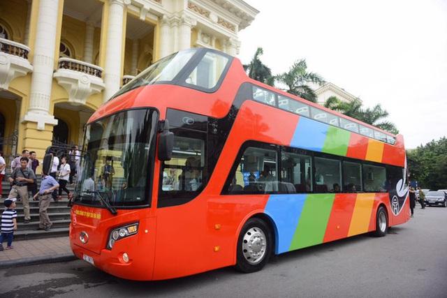 Cận cảnh xe buýt 2 tầng mui trần phục vụ khách du lịch ở Hà Nội - Ảnh 8.