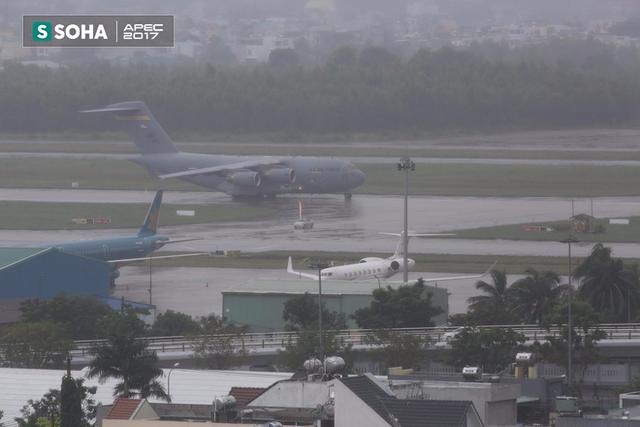 [NÓNG] Siêu vận tải cơ Boeing C-17 Globemaster III chở đoàn tiền trạm Mỹ tham dự APEC đã hạ cánh xuống sân bay Đà Nẵng - Ảnh 8.