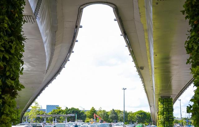 Cận cảnh cầu vượt hơn 240 tỷ đồng giải cứu kẹt xe ở sân bay Tân Sơn Nhất trước ngày khánh thành - Ảnh 11.