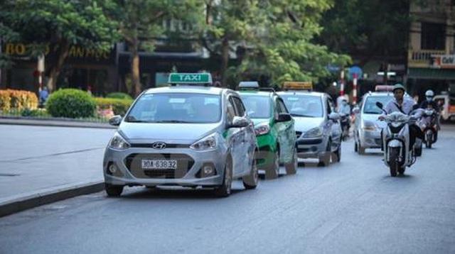 Xe taxi bị cấm hoạt động trên hàng loạt tuyến phố Hà Nội