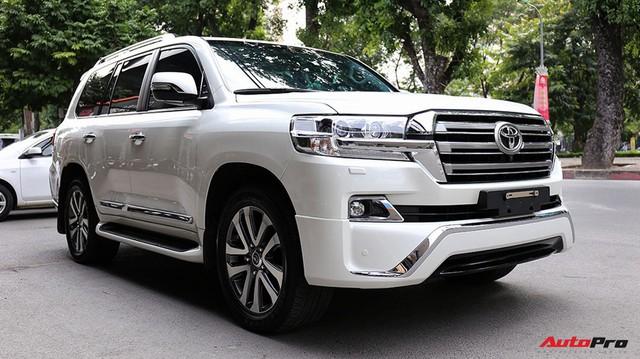 SUV hầm hố Toyota Land Cruiser VXR đi 10.000 km rao bán giá 4,8 tỷ đồng