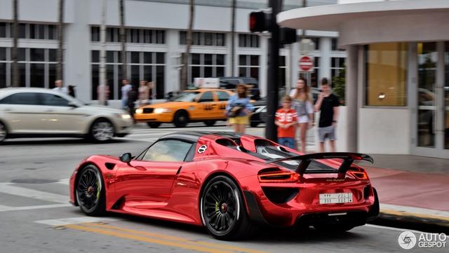 Tức nổ mắt với bộ áo đỏ crôm trên siêu xe triệu đô Porsche 918 Spyder - Ảnh 5.