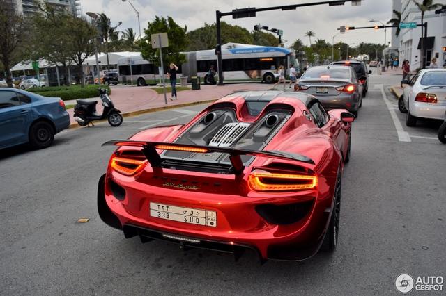 Tức nổ mắt với bộ áo đỏ crôm trên siêu xe triệu đô Porsche 918 Spyder - Ảnh 8.