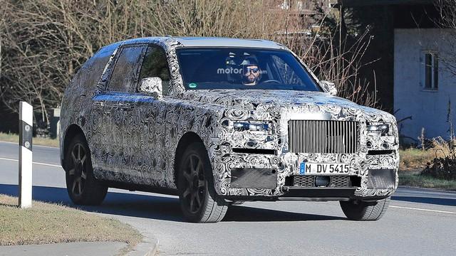 Đoàn xe BMW và Rolls-Royce bí ấn chạy thử nghiệm ở Thung lũng Chết - Ảnh 1.