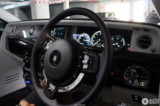 Bắt gặp xe siêu sang Rolls-Royce Phantom 2018 đầu tiên lăn bánh trên thế giới - Ảnh 7.