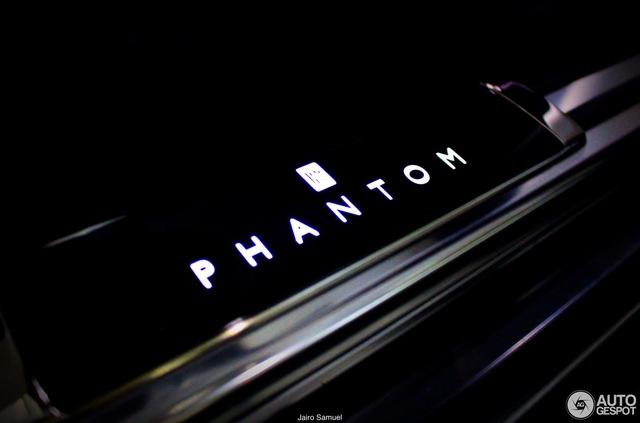 Bắt gặp xe siêu sang Rolls-Royce Phantom 2018 đầu tiên lăn bánh trên thế giới - Ảnh 8.