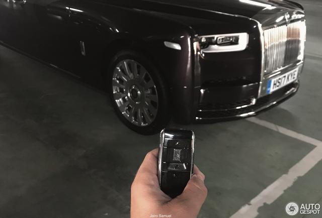 Bắt gặp xe siêu sang Rolls-Royce Phantom 2018 đầu tiên lăn bánh trên thế giới - Ảnh 3.