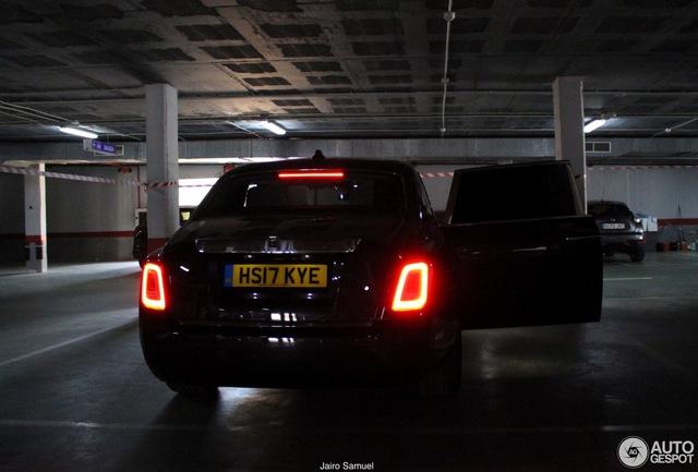 Bắt gặp xe siêu sang Rolls-Royce Phantom 2018 đầu tiên lăn bánh trên thế giới - Ảnh 5.