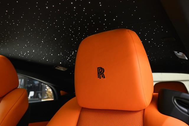 Làm quen với chiếc Rolls-Royce Wraith Black Badge có nội y sexy tại Abu Dhabi - Ảnh 6.
