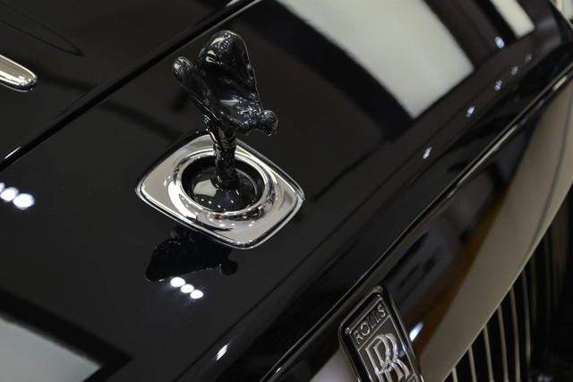 Làm quen với chiếc Rolls-Royce Wraith Black Badge có nội y sexy tại Abu Dhabi - Ảnh 9.