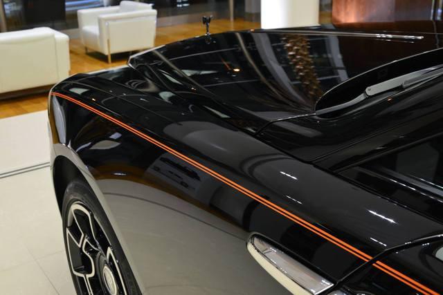 Làm quen với chiếc Rolls-Royce Wraith Black Badge có nội y sexy tại Abu Dhabi - Ảnh 10.