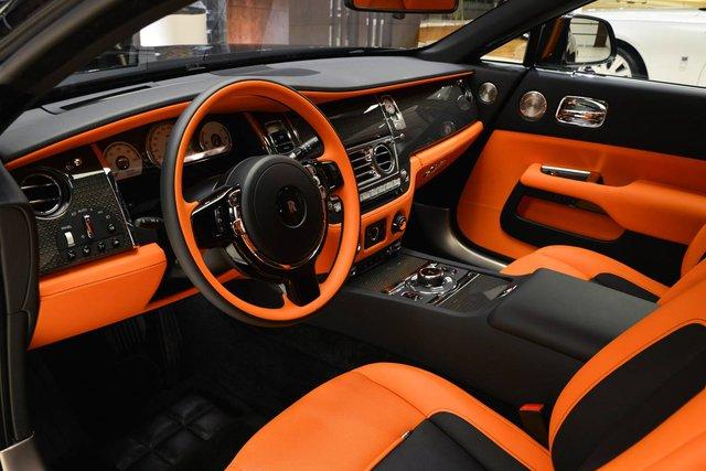 Làm quen với chiếc Rolls-Royce Wraith Black Badge có nội y sexy tại Abu Dhabi - Ảnh 3.