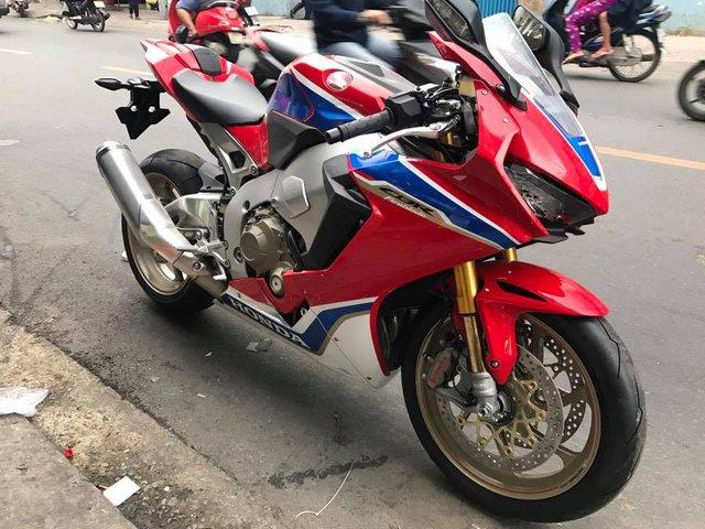 Biker Bình Phước tậu siêu mô tô hàng hiếm Honda CBR1000RR SP2 2017 đầu tiên Việt Nam - Ảnh 1.