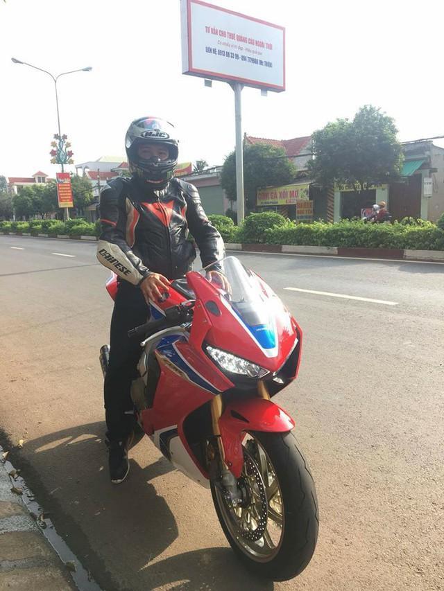 Biker Bình Phước tậu siêu mô tô hàng hiếm Honda CBR1000RR SP2 2017 đầu tiên Việt Nam - Ảnh 4.